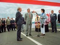 Premier Włodzimierz Cimoszewicz w Ostrołece. Otwarcie mostu po remoncie. 1997-06-19